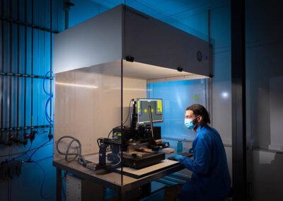 machine in cleanroom voor flip-chip-assemblage